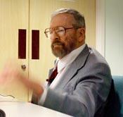 El profesor Henry Nicholson