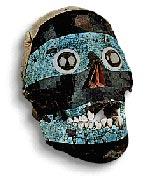 Máscara hecha sobre una calavera humana; ahora exhibida en la galería mexicana del Museo Británico