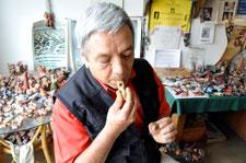 Pic 8: Roberto Velázquez at work