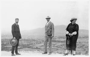 Pic 5: The Lawrences with Witter Bynner, Teotihuacán, 1923