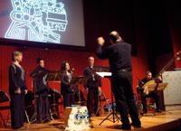 Coro Cervantes accompanied by lutist Stephen Carpenter