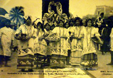 This unusual postcard image - from a Mexican Independence Day parade around 1910 - gives a surprisingly good idea of what Aztec women's embroidered 'huipiles' might have looked like, albeit it in black and white!