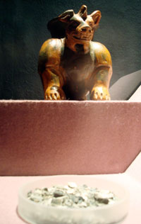 Pic 2: Dog figure with bowl of burnt human bones: Ofrenda 44, Templo Mayor Museum, Mexico City