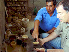 Pic 14: Raúl Ybarra with Maestro Ignacio Durán, maker of traditional Mazahua casting crucibles, Estado de México