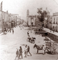 Pic 17: Alhóndiga square and bridge at the end of the 'Canal de la Viga', in the heart of Mexico City, early 1900s