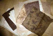 Pic 2: Sheets/strips of fig tree bark paper, lying on a 'petate' reed mat