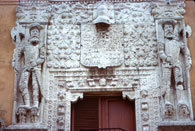 Pic 15: Spanish conquistadors standing on Indian heads: façade of the Montejo Palace, Mérida, Mexico