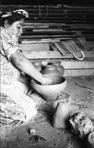 Pic 5: The manufacture of round vessels without a potter's wheel (see below for further details)