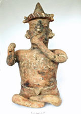 Pic 4: Figurine playing a rattle. Nayarit